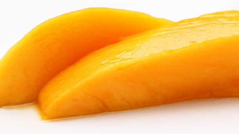 乾燥前のみずみずしいマンゴー