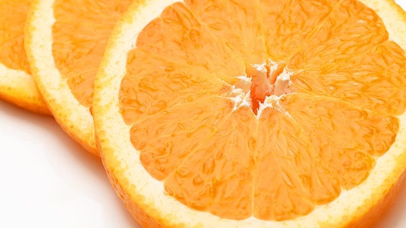 乾燥前のみずみずしいオレンジ