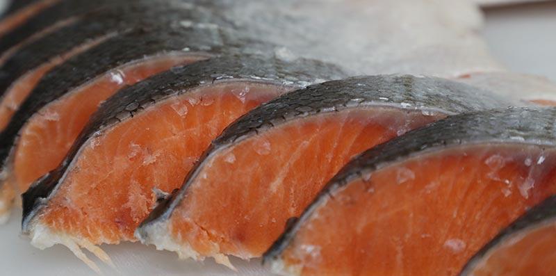 解凍後の切口のきれいな銀鮭